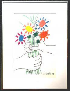 Pablo Picasso, Blumenstrauß in Hand, Gerahmter Kunstdruck.
